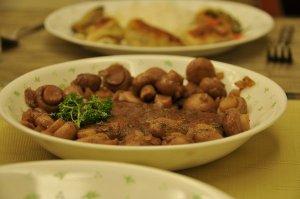 grilled beef w/ mushrooms