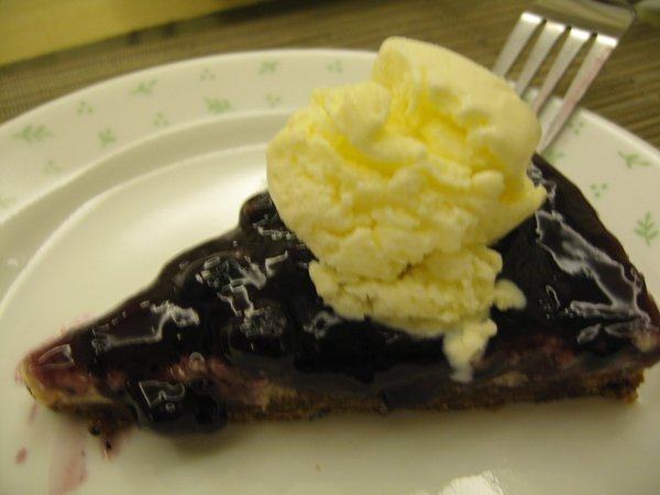 blueberry cheesecake w/ vaniilla ice cream